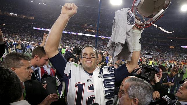 El quarterback de los New England Patriots, Tom Brady, celebra la victoria de su equipo