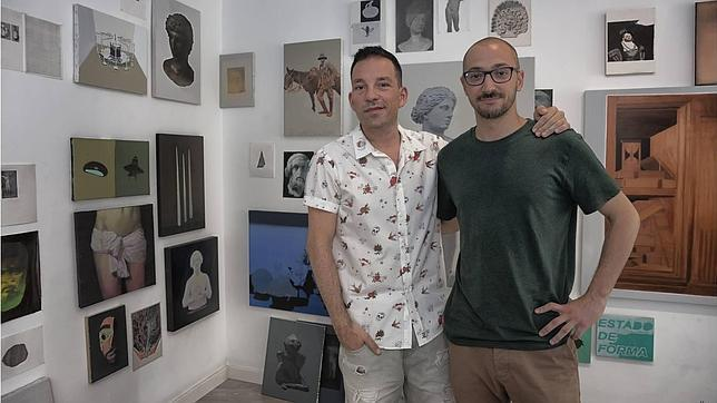 Pedro Alarcón, a la izquierda, junto al artista Ignacio Estudillo, artista de la colectiva «Wunderkammer»
