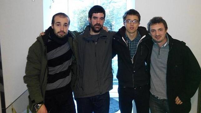 Marcos Martínez -con barba- junto al número dos de Podemos, Íñigo Errejón