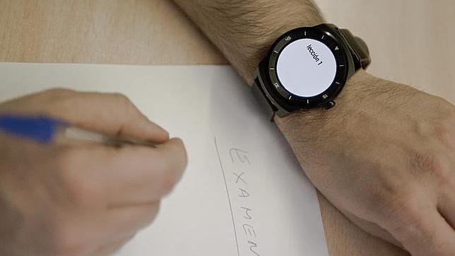 Los smartwatch pdrían prohibirse para los examenes en la Universidad