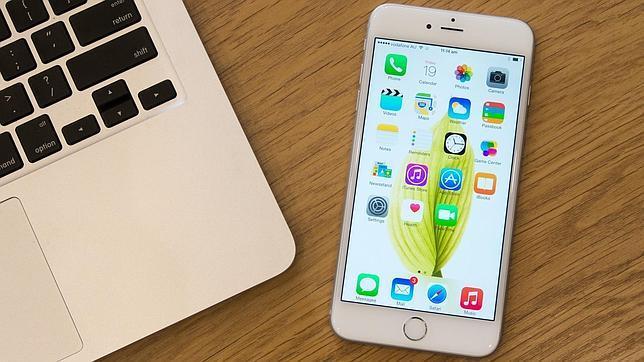 En la imagen el iPhone 6, compatible con Apple Pay