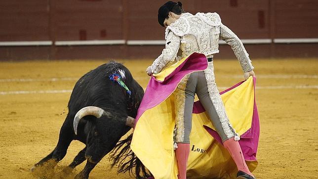 Álvaro Lorenzo entusiasmó con el capote