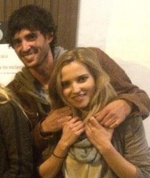 Santi Trancho en una foto del pasado mes de febrero junto a su novia, la actriz Ana Fernández
