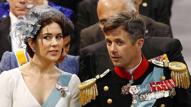 Los príncipes herederos de Dinamarca durante la coronación del Rey Willem-Alexander de Holanda