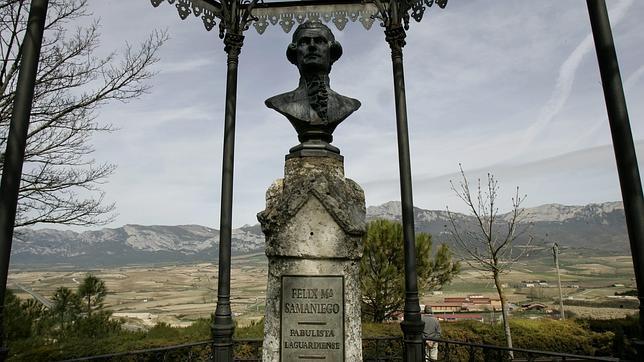 Busto de Felix Maria de Samaniego en Laguardia (Álava)