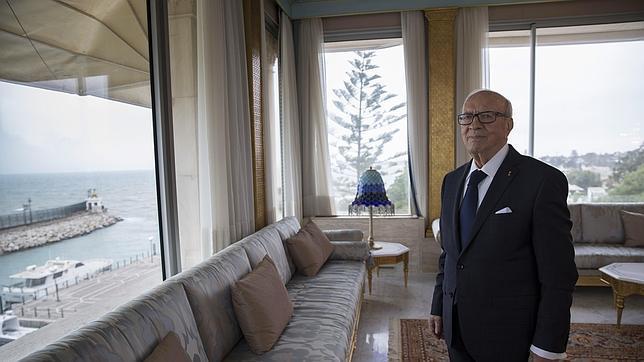 El presidente Essebsi, momentos antes de la entrevista en Túnez