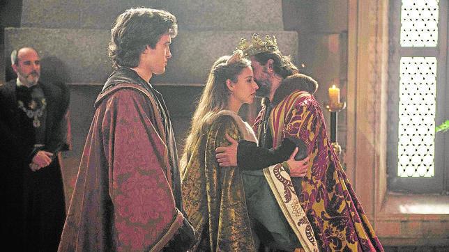Tve Prepara La Pelicula La Corona Partida Que Continua La Historia De Isabel
