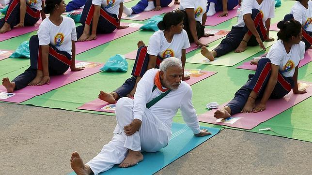 El primer ministro indio, Narendra Modi, participa en una sesión de yoga en el Día Internacional celebrado el 21 de junio pasado