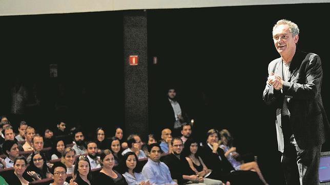 Ferran Adrià, en imagen de archivo, durante la inauguración de una competición de ideas para impulsar El Bulli Foundation