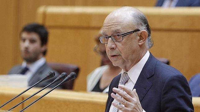 Cristóbal Montoro, durante su intervención en el pleno extraordinario celebrado en el Senado para debatir el proyecto que fija el techo de gasto de los próximos presupuestos generales del Estado