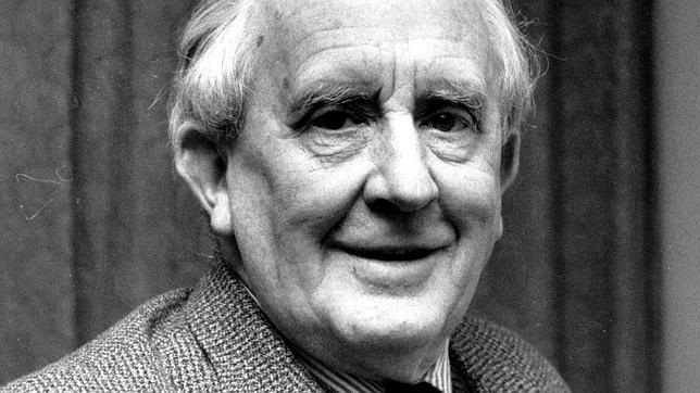 El escritor y profsor de la Universidad de Oxford, J.R.R. Tolkien
