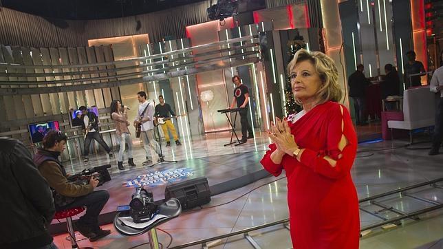 La presentadora ne el plató de televisión