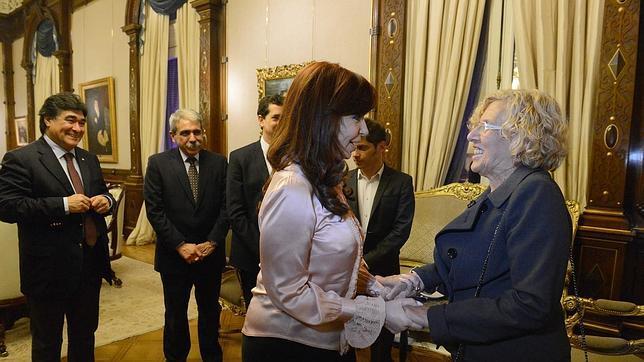 Carmena junto a la presidenta argentina, Cristina Fernández Kirchner
