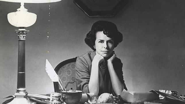 Eileen Ford en su despacho de la agencia