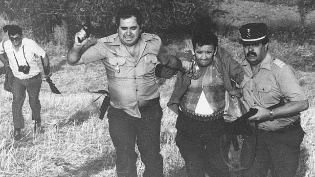 Emilio Izquierdo, poco después de ser detenido tras la matanza de Puerto Hurraco, en 1990