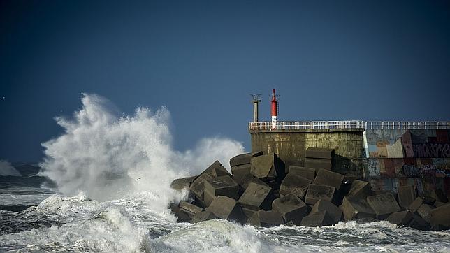 La borrasca atlántica dejará rachas de viento de hasta 120 km/h