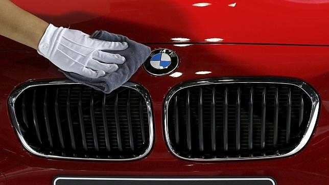 El fabricante automovilístico alemán BMW caía hoy en Bolsa