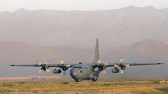 Un avión modelo C-130, el mismo que el derribado en Afganistán
