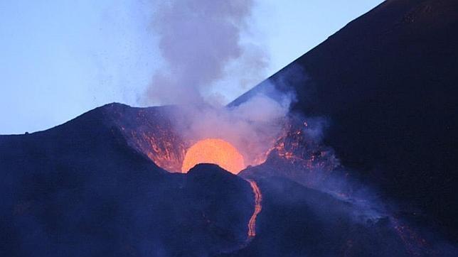 Erupción del volcán Fogo, en el archipiélago de Cabo Verde, en el año 1995