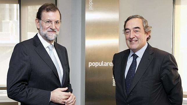 Juan Rosell, presidente de la CEOE, en una reunión con Mariano Rajoy