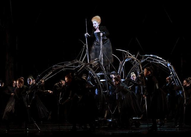 Una escena de «Roberto Devereux» en el Teatro Real
