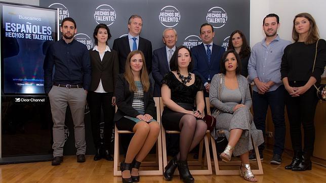 Ocho de los diez ganadores del proyecto «Españoles. Hechos de talento»