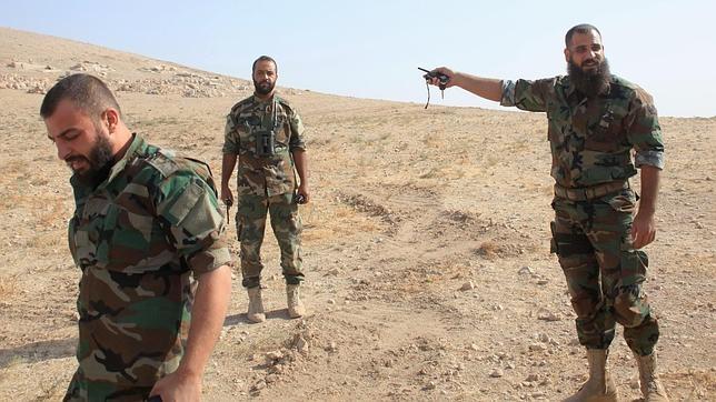 Soldados del régimen sirio este miércoles a las afueras de Alepo, en el norte del país