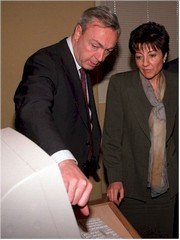 Anna Birulés junto al presidente de Prensa Española, Nemesio Fernández Cuesta