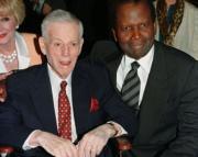 Stanley Kramer, junto a Sidney Poiters, fotografiados en 1998. Reuters