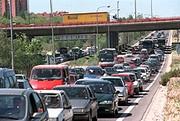 Un aspecto de la salida de Madrid por la N-III a mediodía de hoy