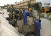 Un convoy militar volcó en Lucena (Córdoba) y trece militares resultaron heridos de gravedad. Efe