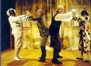 Una divertida escena de «Arlequino, servidor de dos patrones», que pone en escena Teatro del Finikito. ABC