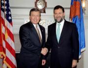 Rajoy con Ashcroft, durante su encuentro de ayer en Washington. Efe