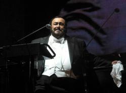 Pavarotti en el concierto que ofreció en el desierto de Mexicali