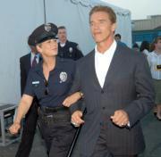 Arnold Schwarzenegger arrestado por Jamie Lee Curtis