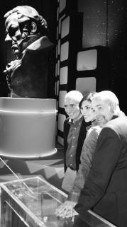 Juan Luis Iborra (director de la gala), con sus dos presentadores:Maribel Verdú y Antonio Resines DANIEL G. LÓPEZ