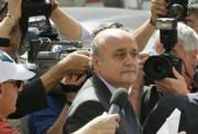 AFP  Salvatore Sottile, portavoz de Gianfranco Fini, rodeado por periodistas al entrar en el tribunal de Potenza