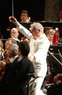 EFE  Barenboim, dirigiendo en Granada