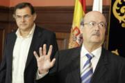 EFE  Segura junto al jefe de la Demarcación de Costas, Carlos González