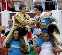 Mano a mano para la historia: formidables Juli y Perera en Gijón