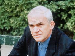 El escritor de origen Checo, Milan Kundera delató a un compatriota en 1950 en Praga. /AFP