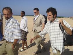 José Cendón (derecha) y Colin Freeman, los dos periodistas recién liberados. / Reuters