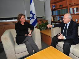 Moratinos garantiza a Israel que limitará la jurisdicción de los tribunales en el exterior