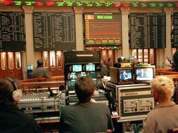 La Bolsa tiene la esperanza de remontar hoy los malos resultados. / Archivo