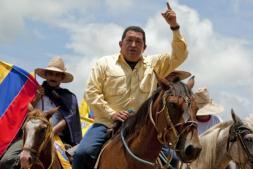 Chávez ordena preparar la «ruptura» definitiva de relaciones con Colombia