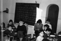 El «colegio isla» de la posguerra