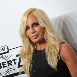 Versace dice adiós al «bling-bling» y se aprieta el cinturón