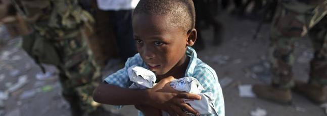 Agua y galletas contra la ira de los desesperados