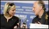 Renée Zellweger charla con Werner Herzog /EFE