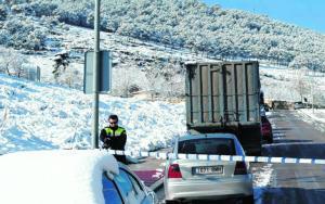 MIRÓ  Los vehículos tuvieron ayer dificultades para circular por las carreteras de Jaén  Zapatero y Griñán, ayer durante su reunión en La Moncloa  REUTERS/ANDREA COMAS